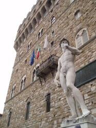 ヴェッキオ宮殿前のダビデのレプリカ